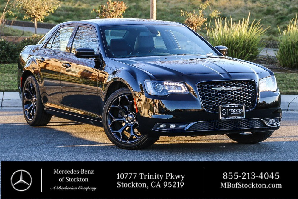 Pre-Owned 2019 Chrysler 300 300S